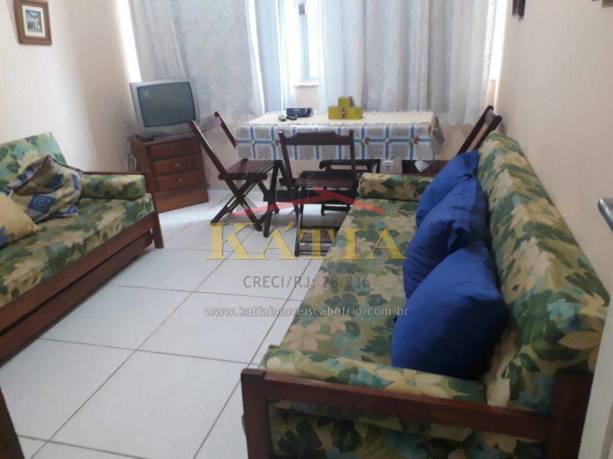 Vendo quarto e sala uma quadra e meia da Praia do Forte em Cabo Frio – RJ.