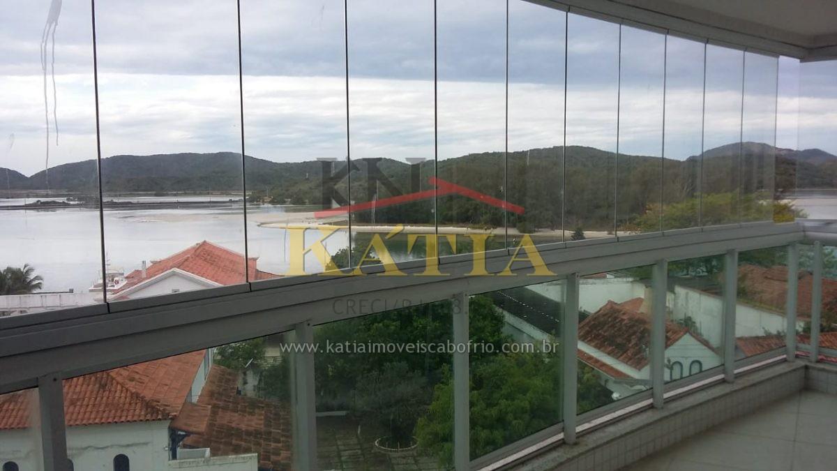 Alugo Excelente Apartamento com vista para o Canal Navegável no Bairro: Passagem em cabo Frio.